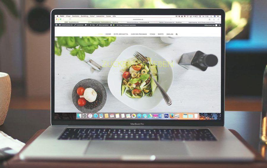 Ordenador portátil con blog de cocina